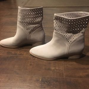 Michael Kors Shoes - Michael Kors cream Suede boots